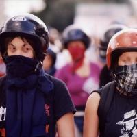 costituzione europea - manifestazione eur - ragazze casco copia