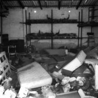2004-06-picchetto-antisgombero-fortifiocca-02-deposito-ama-abbandonato